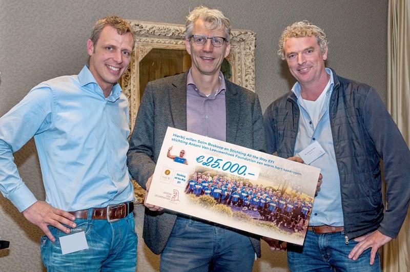 Pieter Heemskerk (organisator fietstocht), René Medema (voorzitter Raad van Bestuur van het Antoni van Leeuwenhoek), Paul van der Salm (directeur Van der Salm)